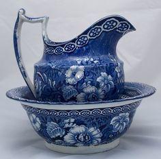 Victorian Blue and white transferware pitcher. ♥ Waschschüssel und Kanne im Set