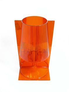 Take de Kartell El icono clásico de la lámpara de noche renovada gracias a la tecnología Kartell.  Color: Naranja Precio especial: 46,20€