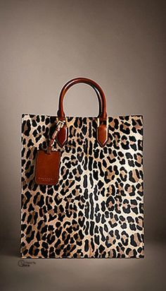 Love this MK's handbag, perfect with any outfit and always sale at the lowest price...MUST HAVE!