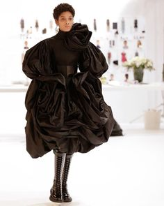 An overblown rose with fine tucks in black silk taffeta combine to create the voluminous proportions and undulating folds of this dress… Taffeta Dress, Silk Taffeta, Black Bridal Dresses, Runway Fashion, High Fashion, Alexander Mcqueen, Fashion Details, Fashion Design, Fashion Ideas