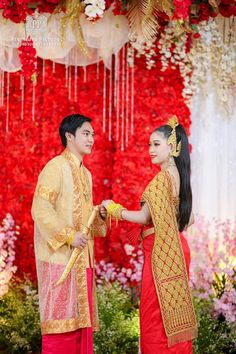 Cambodian Wedding, Khmer Wedding, Thai Traditional Dress, Traditional Wedding, Wedding Costumes, Fashion Dresses, Sari, Style, Saree
