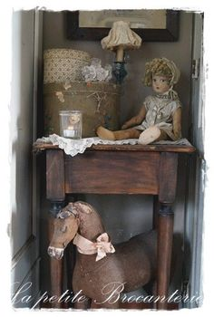 Impressionen - lepetitebrocantes Webseite! Shabby Chic Antiques, Vintage Shabby Chic, Shabby Chic Decor, Vintage Decor, Vintage Toys, My Bebe, Doll Display, Little Doll, Antique Toys