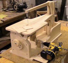 Assemble a drill-powered wooden scroll saw: Part 4 - The Plate Assembly