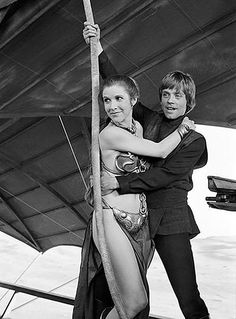 A gallery of Star Wars: Episode VI - Return of the Jedi publicity stills and other photos. Featuring Carrie Fisher, Mark Hamill, Harrison Ford, Anthony Daniels and others. Star Wars Film, Star Wars Watch, Leia Star Wars, Star Trek, Chewbacca, Austin Powers, Harrison Ford, Star Wars Party, Star Wars Outfit