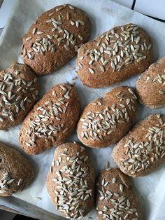 Baking Buns, Bread Baking, Healthy Snacks, Healthy Recipes, Food Crush, Whole Wheat Bread, Bread Bun, Easy Bread Recipes, Artisan Bread