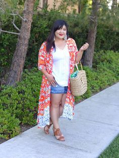 Curvy Girl Chic Simply Be Plus Size Summer Outfit Denim Shorts Kimono - Plus Size and Curvy Style Fashion - Summer Outfits Curvy Outfits, Short Outfits, Plus Size Outfits, Summer Outfits, Curvy Girl Chic, Curvy Girl Fashion, Curvy Style, Plus Size Fashion For Women, Plus Size Womens Clothing