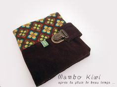 HANDMADE vintage wallet brown velour with printed 70's velour in brown, red, yellow and turquoise color. 2 compartments for business cards, credit card, health insurance card etc... 2 big pockets for your identity card, driving license etc ... It has a satchel-style clasp. Size when open: 12x12,5cm