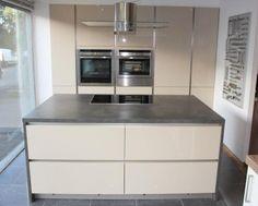 Ex Display Cappuccino Elba Gloss and Matt Pebble Kitchen with Appliances