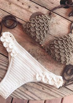38 Summer Free Crochet Bikini Pattern Design Ideas for This Year - Daily Crochet! 38 Summer Free Crochet Bikini Pattern Design Ideas for This Year - Daily Crochet! Motif Bikini Crochet, Crochet Bikini Bottoms, Crochet Bra, Mode Crochet, Crochet Motifs, Crochet Clothes, Crochet Patterns, Haut Bikini, Bikini Tops