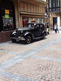 May 25, 2015: via @ Ana_SalasF - @ KoldoSerra filming at Casco Viejo in the de la Plaza Nueva, Bilbao's charming old quarters