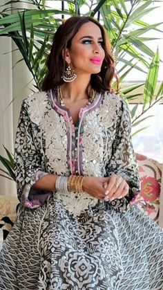 Arab Fashion, Muslim Fashion, African Fashion, Indian Fashion, Kaftan Gown, Style Africain, Arabic Dress, Oriental Fashion, Mode Hijab
