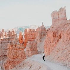 Bryce Canyon - this doesn't even look like a real photo! Mother nature is amazing. Bryce Canyon, Canyon Utah, Grand Canyon, Adventure Awaits, Adventure Travel, Adventure Photos, Arches Nationalpark, The Places Youll Go, Places To Go
