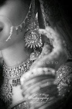 The Dulhan Wedding Storyz Indian Bride Indian Wedding Indian Groom South Asian Bridal wear Lehenga Bridal Jewellery Makeup Hairstyling Indian South Asian Mandap decor Asian Bridal Jewellery, Asian Bridal Wear, Indian Bridal, Wedding Jewelry, Indian Jewelry, Wedding Accessories, Hair Accessories, Bridal Poses, Bridal Photoshoot