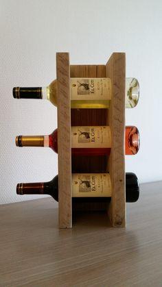 Een trio van wijn. Flessenrekje voor 3 flessen.