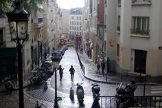 Oh, Paris, you fooled me again. or San Francisco – la vie en rose beckons, making other cities look shabby by comparison. Paris Paris, Paris Street, Street View, Underground Cities, When It Rains, Thrillers, Bury, City Lights, Monaco