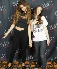 June Selena attending the Revival Tour Austin meet and greet in Austin, TX [HQs] Selena Gomez Tour, Selena Gomez With Fans, Selena Gomez Photos, Selena Gomez Style, Girl Celebrities, Hollywood Celebrities, Celebs, Emily Ratajkowski Style, Dye My Hair
