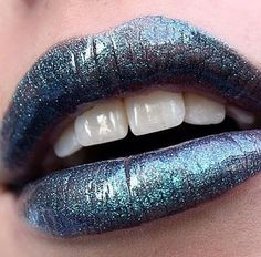 Lipgloss Atomic from www.makeupstorespain. Make up by @nicolina