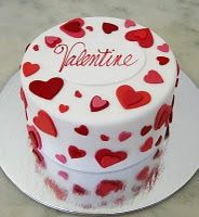 cute little Valentine's Day cake.... Especially since it's the weekend of my 3 year anniversary with my boyfriend :)