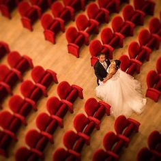 An italian theatre was the scenario of this Wedding shooting