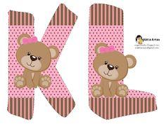 Oh my Alfabetos!: Alfabeto osita coqueta en fondo rosa y marrón.