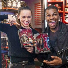 Daisy and John Boyega at the Disney Store to celebrate the launch of 'Star Wars: The Force Awakens' merchandise on September 2015 in London. Star Wars Cast, Rey Star Wars, Constellations, Finn Poe, John Boyega, Daisy Ridley, Star War 3, Star Wars Humor, Reylo