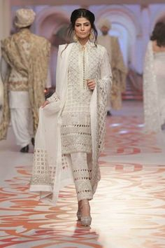 Looking for punjabi bridal suits including products like embroidery designs for punjabi suits Visit website above press the tab for even more details _ Pakistani Dress Design, Pakistani Outfits, Indian Outfits, India Fashion, Asian Fashion, Punjabi Fashion, Trajes Pakistani, Desi Clothes, Mode Hijab