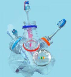Portacepillos de dientes hecho con botellas de plástico. Ideas para reciclar botellas de plástico. ¿Te gustan esta manualidad sobre Portacepillos de dientes