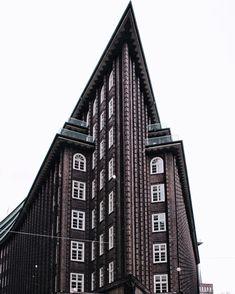 hamburgo · Kontorhausviertel · @noepierre Empire State Building, House, Travel, Instagram, Hamburg, Viajes, Home, Haus, Trips