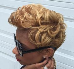 dark blonde curly hairstyle for black women