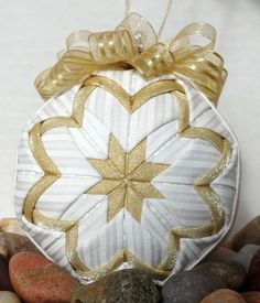 Quilted Ornament Christmas Gold and White by NorthernKeepsakes Music Ornaments, Shell Ornaments, Glitter Ornaments, Folded Fabric Ornaments, Quilted Ornaments, Gold Christmas, Christmas Ornaments, Balls, Sew