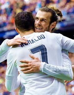 Ronaldo congratulates Bale for goal vs Celta.