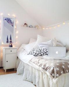 new Ideas for bedroom goals dream rooms cozy string lights Cozy Bedroom, Trendy Bedroom, Bedroom Inspo, Bedroom Rustic, Bedroom Decor, Bedroom Apartment, Bedroom Small, Bedroom Romantic, Bedroom Plants