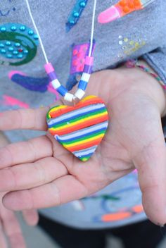 These would make great gifts or kids party activity, make rainbow necklaces out of sculpting clay