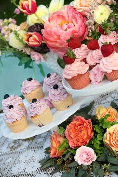 Cedarwood southern chic wedding reception with upscale southern food by Copper Kettle at a Tennessee historic farm venue. Southern Chic Weddings, Blueberry Cupcakes, Fruity Cupcakes, Yummy Treats, Yummy Food, Tasty, Wedding Cakes With Cupcakes, Southern Recipes, Cupcake Cookies
