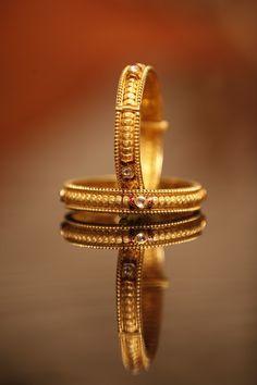 Love this minimalism style. Photography: Ajay Golani Photography, Mumbai #weddingnet #wedding #india #indian #indianwedding #ceremony #indianweddingoutfits #outfits #backdrops #prewedding #photographer #photography #inspiration #gorgeous #fabulous #beautiful #jewellery #details #traditions #accessories #ring #gold