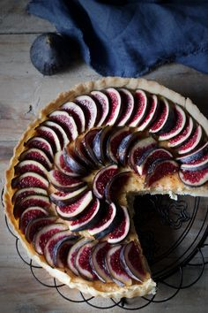 Black fig, Almond and Ricotta Tarte Fig Recipes, Sweet Recipes, Dessert Recipes, Sweet Pie, Sweet Tarts, Slimming World Soup Recipes, Fig Tart, Delicious Desserts, Yummy Food