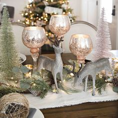 How to Set Your Table in Style This Christmas — Half Full Here are some simple ways to get a festive dining room table this Christmas. Silver Christmas Decorations, Christmas Table Settings, Christmas Centerpieces, Cozy Christmas, Simple Christmas, Christmas Crafts, Christmas Tree Inspiration, Dining Room, Full Set