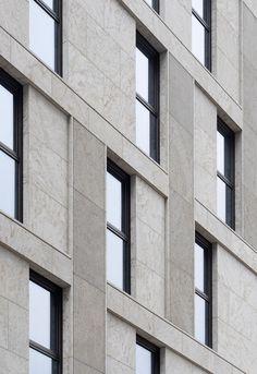Tchoban Voss Architekten, Martin Tervoort · Meininger Hotel am Postbahnhof Hotel Architecture, Futuristic Architecture, Architecture Details, Chinese Architecture, Concrete Facade, Stone Facade, Facade Design, Exterior Design, Restaurant Exterior