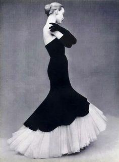 Balenciaga, Via Couture Allure (please give her full credit! Vestidos Vintage, Vintage Gowns, Vintage Outfits, Vintage Fashion, Dress Vintage, 1930s Dress, Fifties Fashion, Retro Dress, Vintage Clothing