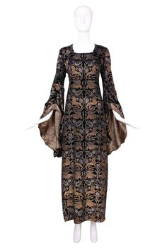 1920s Maria Gallenga Couture Metallic Stencilled Velvet ~ longing for a close up of this dress, exquisite detail.