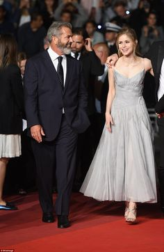 Cannes 2016 - Mel Gibson and Erin Moriarty - Day 11 (montée des marches Blood Father)
