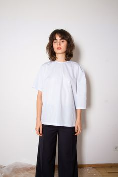 Moe Oslo is a contemporary women's clothing brand with Scandinavian roots. Bell Sleeves, Bell Sleeve Top, Aw17, Oslo, Normcore, Make Up, Clothes For Women, Model, Tops