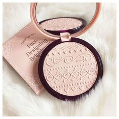 The little heart print all over this highlighter from Étude House is so pretty I almost don't want to use it..