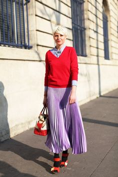 I LOVE this stark contrast of this color combination. This pleated maxi is amaze-balls. Photo courtesy of street style photographer extraordinaire Mr. Newton