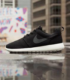 Nike Roshe Run: Black/Sail