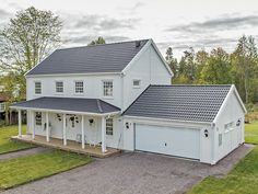 Cobb Bay - ett tvåplanshus i New Englandstil från Myresjöhus House Deck, New House Plans, Beautiful Homes, Sweet Home, Shed, New Homes, Garage, Cottage, Backyard