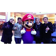 Are 5 Seconds Of Summer Hanging Out With One Direction In London? -... ❤ liked on Polyvore featuring 5sos, one direction, 5 seconds of summer and pictures