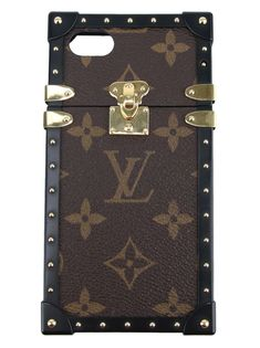 40a5af23a4c Capinha Louis Vuitton Eye-Trunk iPhone 7 Original. O modelo confeccionado  em canvas com