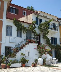 Parga is a town n municipality located in de northwestern part of de regional unit of Preveza in Epirus, northwestern Greece