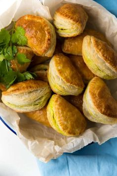These vegetarian curry puffs are easy to make and filled with a lightly spiced potato filling. Perfect for entertaining or as delicious snacks! Rough Puff Pastry, Puff Pastry Sheets, Vegetarian Thai Curry, Potato And Pea Curry, Potato Puffs, Best Curry, Delicious Snacks, Samosas, Frozen Peas